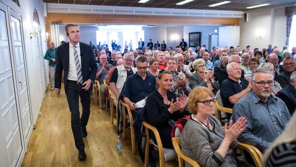 Leader of the Danish People's Party (DPP), Kristian Thulesen Dahl arrivesfor an event as part of his election campaign, in Toender, southern Denmark, on June 9, 2015 - Sputnik International