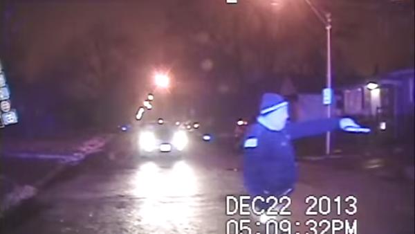 Chicago Cop Opens Fire Kids in Car Backing Away - Sputnik International