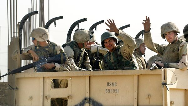 US Marines wave goodbye as they leave the military headquarters in Najaf in central Iraq, 23 September 2003 - Sputnik International