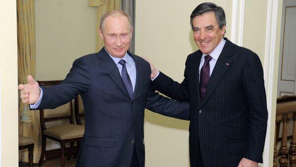 Vladimir Putin meets with Francois Charles Armand Fillon - Sputnik International