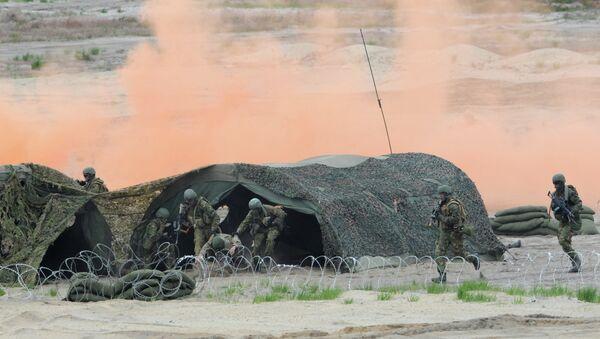 Soldiers take part in the NATO Noble Jump exercise on a training range near Swietoszow Zagan, Poland, Thursday, June 18, 2015 - Sputnik International