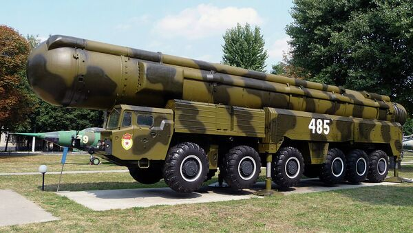 The RT-21M Pioneer missile and launcher on display in Kiev. The missiles were destroyed in accordance with the Intermediate-Range Nuclear Forces Treaty. - Sputnik International