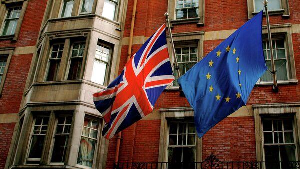 European Union and UK flags - Sputnik International