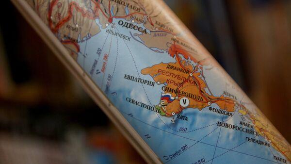 Political maps showing Crimea as part of Russian Federation now on sale in Simferopol - Sputnik International