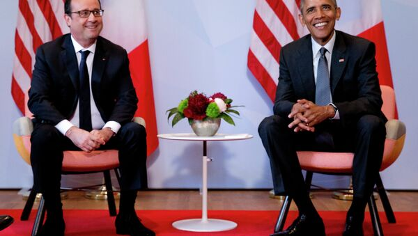 US President Barack Obama, right, and French President Francois Hollande pose for a photograph prior to a bilateral meeting during the G-7 summit in Schloss Elmau hotel near Garmisch-Partenkirchen, southern Germany, Monday, June 8, 2015. - Sputnik International