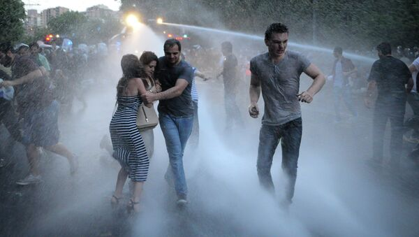 Armenian police use water cannons to disperse protesters demonstrating against an increase in electricity prices in the Armenian capital of Yerevan, Tuesday, June 23, 2015 - Sputnik International