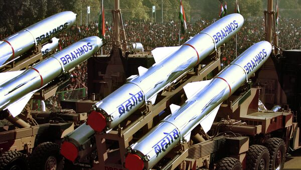 The Indian Army's Brahmos Missiles, a supersonic cruise missile, are displayed during the Republic Day Parade in New Delhi, India. - Sputnik International
