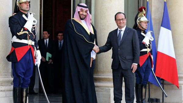 French President Francois Hollande, right, shakes hand with Saudi Arabia's Defense Minister Prince Mohammed Bin Salman prior to their meeting at the Elysee Palace in Paris. - Sputnik International