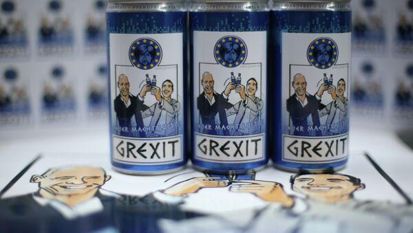 Bottles and cans of vodka lemon Grexit are displayed on June 23, 2015 in Hamm, western Germany - Sputnik International