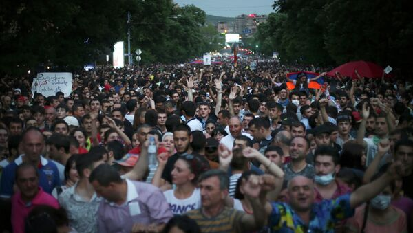Armenian protesters march during a protest rally against a hike in electricity prices in Yerevan, Armenia, Wednesday, June 24, 2015 - Sputnik International