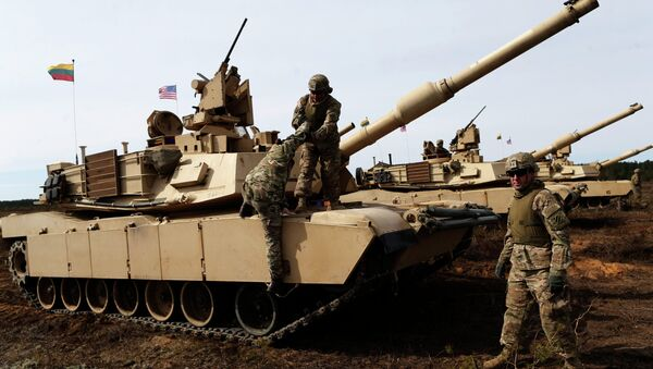 U.S. soldiers from the 2nd Battalion, 1st Brigade Combat Team, 3rd Infantry Division at the M1A2 Abrams battle tank during a military exercise at the Gaiziunu Training Range in Pabrade some 60km.(38 miles) north of the capital Vilnius, Lithuania, Thursday, April 9, 2015 - Sputnik International