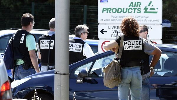 French police secure the entrance of the Air Products company in Saint-Quentin-Fallavier, near Lyon, central eastern France, on June 26, 2015 - Sputnik International