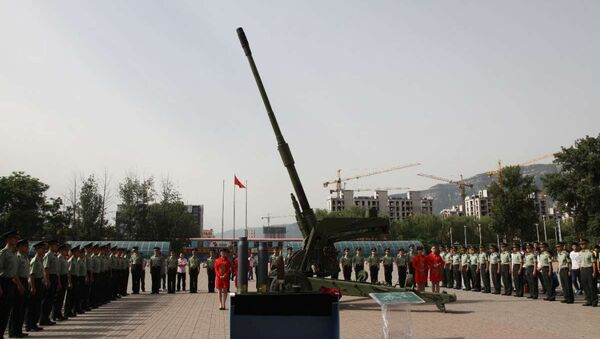 The 127th Ordinance Institute, of the Central Northern University, China, handed over a new 125mm cannon to People's Liberation Army officers at a June 10, 2015 ceremony. - Sputnik International