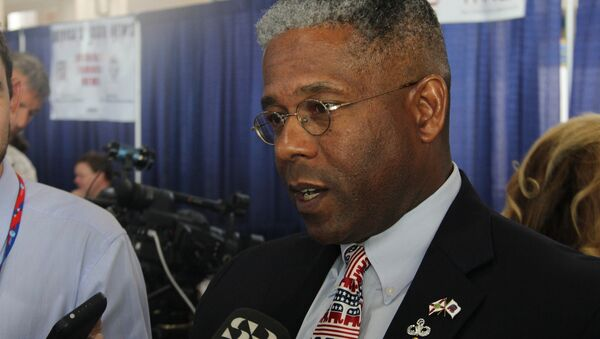 Allen West talking to reporters at the 2012 Republican National Convention - Sputnik International