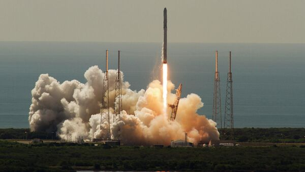 An unmanned SpaceX Falcon 9 rocket launches from Cape Canaveral, Florida - Sputnik International