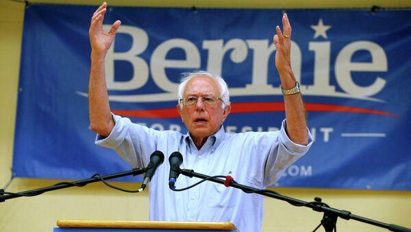 Democratic presidential candidate, Sen. Bernie Sanders, I-Vt., speaks during a town hall meeting at Nashua Community College in Nashua, N.H., Saturday, June 27, 2015 - Sputnik International