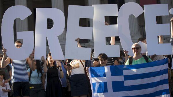 Demonstrators gather to protest against the European Central Bank's handling of Greece's debt repayments in Trafalgar Square in London, Britain June 29, 2015 - Sputnik International