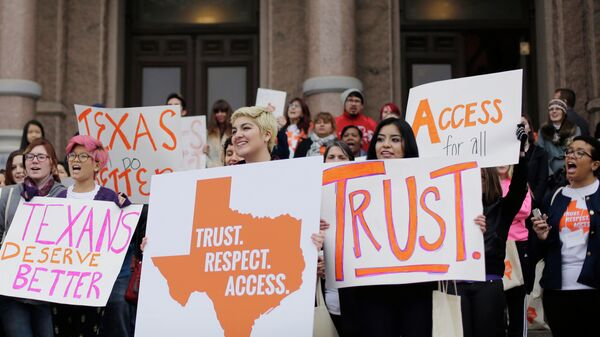 FILE - In this Feb. 26, 2015 file photo, college students and abortion rights activists hold signs during a rally on the steps of the Texas Capitol, in Austin, Texas. The Supreme Court refused on Monday, June 29, 2015, to allow Texas to enforce restrictions that would force 10 abortion clinics to close - Sputnik International