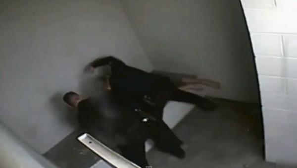 Colorado Cop Pleads Guilty After Video Shows Him Torturing Handcuffed Man - Sputnik International