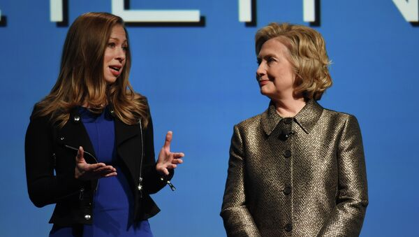 Chelsea and HIllary Clinton - Sputnik International