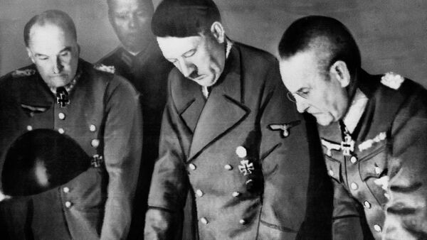 Adolf Hitler, center, confers with Field Marshal General Walther Von Brauchitsch, left, commander-in-chief of the Germany Army; and Colonel-General Franz Halder, Chief of the German Army staff, in Berlin on Aug. 7, 1941 - Sputnik International