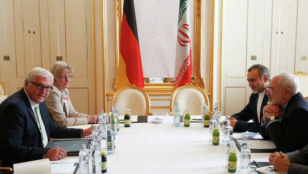 German Foreign Minister Frank-Walter Steinmeier (L) and Iranian Foreign Minister Javad Zarif wait for the start of a bilateral meeting in Palais Coburg, the venue for nuclear talks in Vienna, Austria, July 2, 2015 - Sputnik International