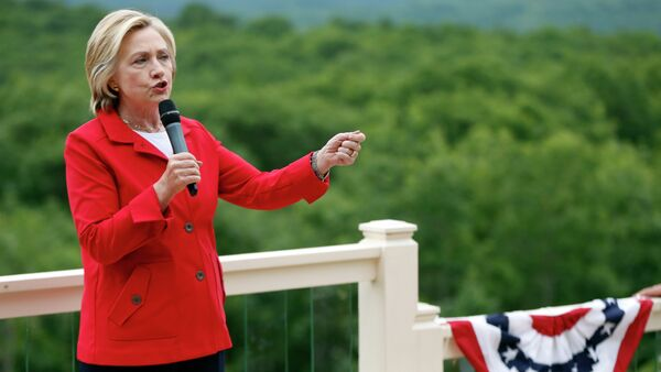 Democratic presidential candidate Hillary Rodham Clinton speaks to supporters at organizing event at a private residence, Saturday, July 4, 2015, in Glen, N.H. - Sputnik International