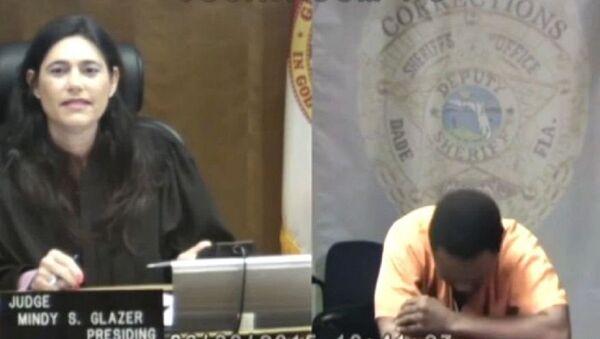 Miami-Dade County Judge Mindy Glazer, left, and Arthur Booth - Sputnik International