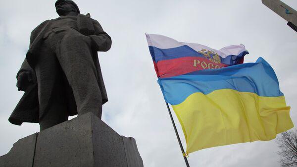 The Russian and Ukrainian flags - Sputnik International