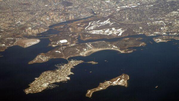 Panorama showing Hart Island (lower right) and City Island (left) - Sputnik International