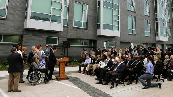 Housing and Urban Development Secretary Julian Castro announces a policy change at a news conference Wednesday, July 8, 2015, in Chicago next to new public housing units on the city's South Side - Sputnik International