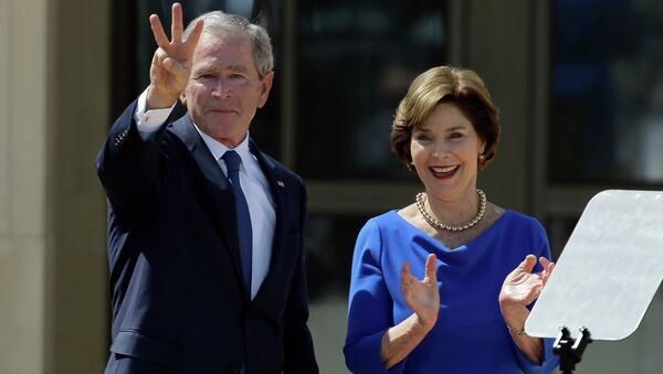 Former President George W. Bush, accompanied by his wife former first lady Laura Bush, flashes the W sign after his speech during the dedication of the George W. Bush Presidential Center - Sputnik International