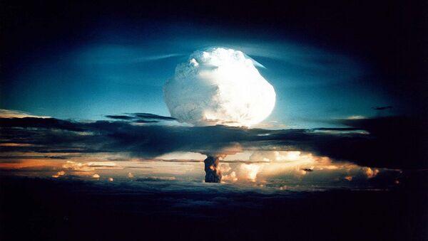 Nuclear weapons test at Enewetak in 1952 - Sputnik International