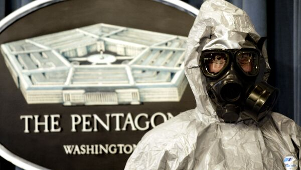 A member of the US Army Technical Escort Unit (TSU) demonstrates a hazmat suit as they show some of their response capabilities to chemical and biologicial operations in support of the US Department of Defense, federal, state, and local agencies 12 November 2002 - Sputnik International