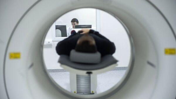 A technician performs an MRI scan. File photo - Sputnik International