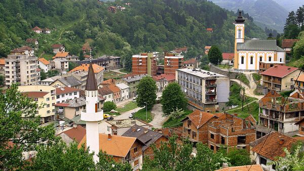 This March 2005 file photo shows a general view of the eastern Bosnian town of Srebrenica, with its mosque (L) and Orthodox church (R) - Sputnik International
