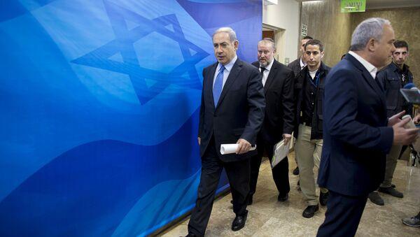 Israel's Prime Minister Benjamin Netanyahu (L) arrives at the weekly cabinet meeting at his office in Jerusalem July 12, 2015 - Sputnik International