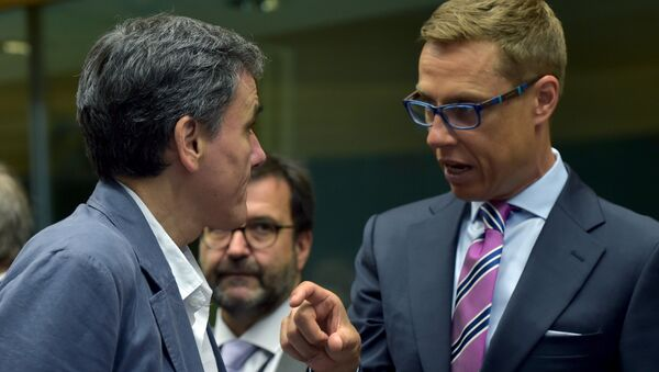Greek Finance Minister Euclid Tsakalotos (L) chats Finland's Finance Minister Alexander Stubb during an euro zone finance ministers' meeting on the situation in Greece, in Brussels, Belgium, July 12, 2015 - Sputnik International
