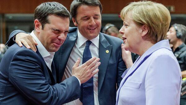 Italian Prime Minister Matteo Renzi, center, speaks with Greek Prime Minister Alexis Tsipras, left, and German Chancellor Angela Merkel - Sputnik International