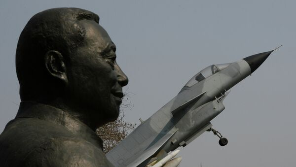 A statue of Wu Daguan who is known as the 'Father of China's military and civilian aviation industry' beside a Chinese produced J-10 fighter jet in Beijing - Sputnik International