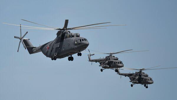 A Mil Mi-26 Halo and Mil Mi-8 Hip helicopters - Sputnik International