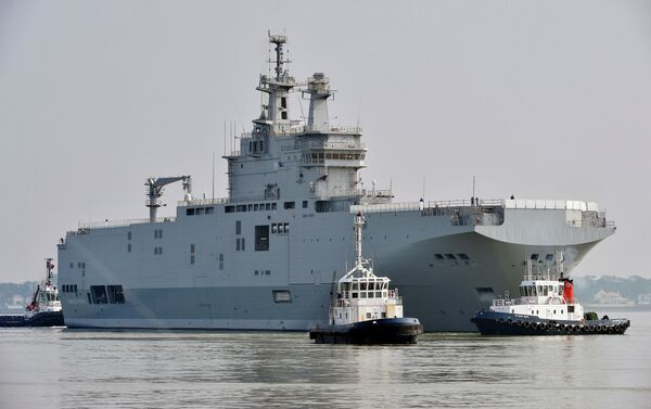 The Sevastopol mistral warship is on its way for its first sea trials, on March 16, 2015 off Saint-Nazaire. - Sputnik International