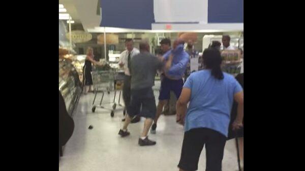 Fight Inside Florida Grocery Store - Sputnik International