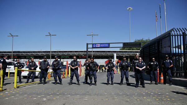 United States Customs and Border Protection officers - Sputnik International