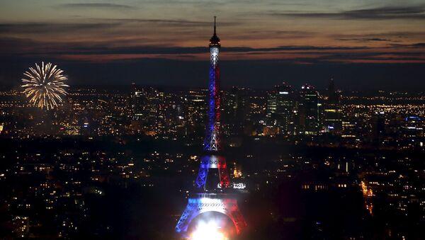 Праздничный салют по случаю празднования Дня взятия Бастилии во Франции - Sputnik International