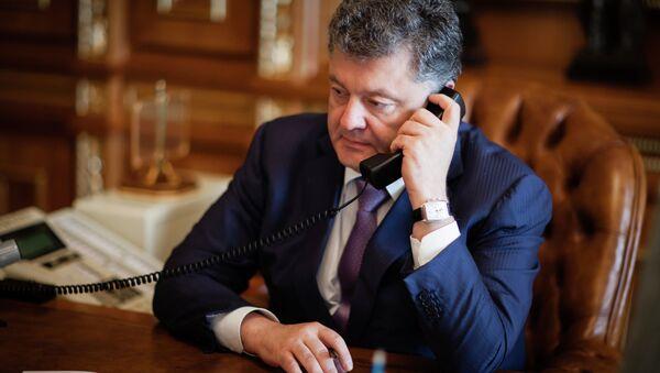 Petro Poroshenko speaks with mark Rutte - Sputnik International