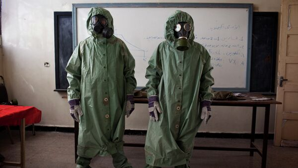 Volunteers wear protective gear during a class of how to respond to a chemical attack, in the northern Syrian city of Aleppo - Sputnik International