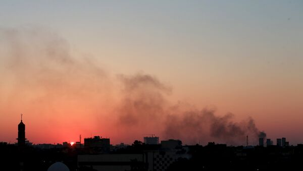 Black smoke billows in the sky amid clashes between rival Libyan factions in Benghazi. - Sputnik International