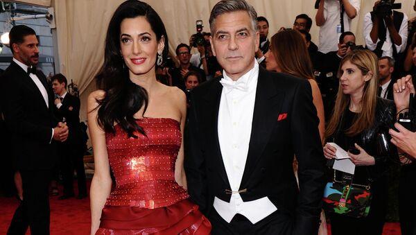 Amal and George Clooney arrive at The Metropolitan Museum of Art's Costume Institute benefit gala. - Sputnik International