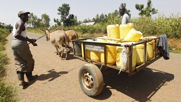 Men drive a donkey-cart as they carry water from a stream in the village of Nyang'oma Kogelo, west of Kenya's capital Nairobi, July 15, 2015. U.S - Sputnik International